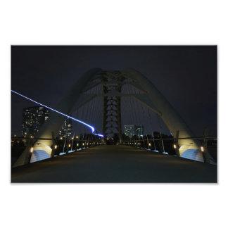 Foto Raya pálida del puente del arco de la bahía de