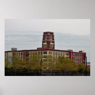 Foto roja del edificio póster