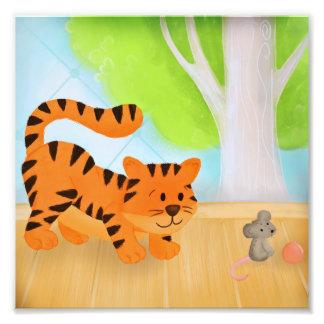 Foto Tigre que se agacha, arte ilustrado ratón de la