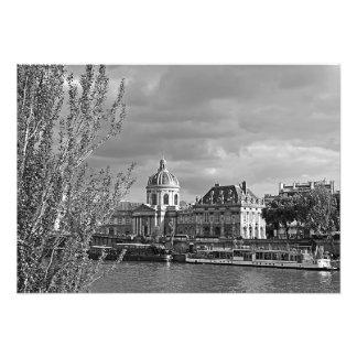 Foto Vista del Louvre de los bancos del Sena
