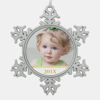 Foto y ornamento de encargo del año adorno de peltre en forma de copo de nieve