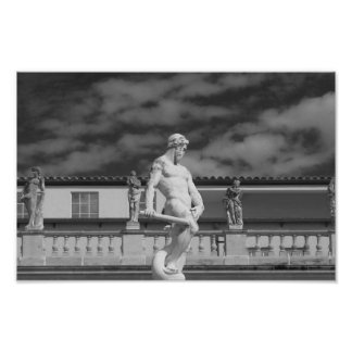 Fotografía blanco y negro de la estatua póster