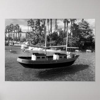 Fotografía blanco y negro del barco póster
