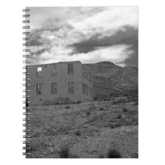 Fotografía constructiva abandonada cuaderno