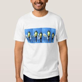 Fotos de la lámpara del jardín en las camisetas