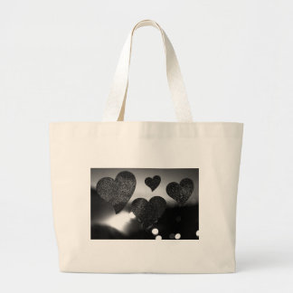 Four love hearts in silhouette night bokeh dof pho bolsa de tela grande