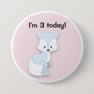 Fox ártico lindo en el botón rosado del cumpleaños