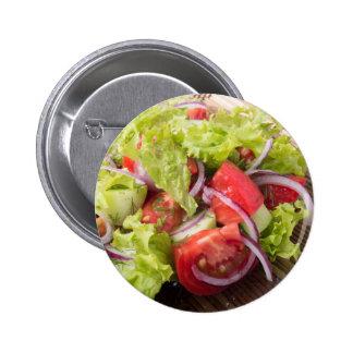 Fragmento de la ensalada vegetariana de verduras chapa redonda de 5 cm