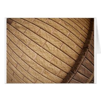 Fragmento del marrón decorativo del ladrillo tarjeta de felicitación