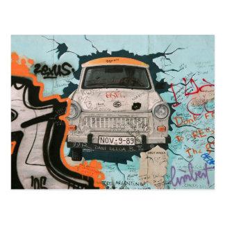 Fragmento del muro de Berlín Postal