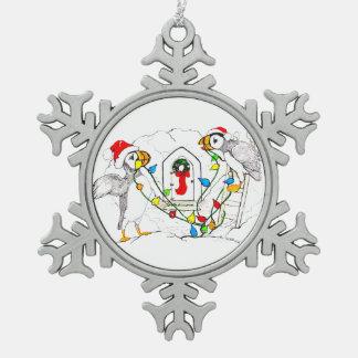 Frailecillo lindo del navidad que adorna la choza adorno de peltre tipo copo de nieve