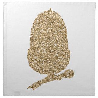 Frambuesas en una pila de crepes francesas servilleta de tela