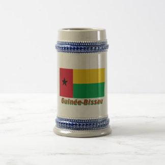 Français de Drapeau Guinée-Bissau avec le nom en Jarra De Cerveza