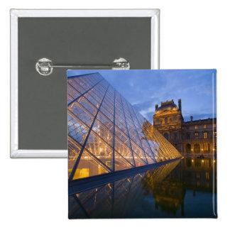 Francia, París. El Louvre en el crepúsculo. Crédit Pins