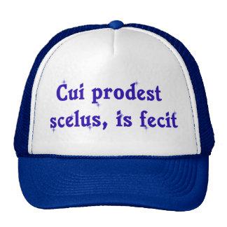 Frase latina en el gorra del abogado
