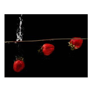 Fresas en agua postal