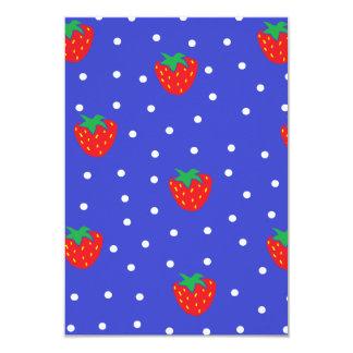 Fresas y lunares azul marino invitación 8,9 x 12,7 cm