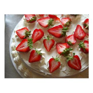 Fresas y postal poner crema del pastel