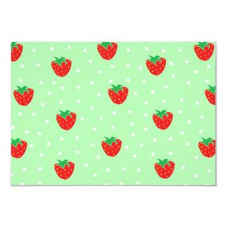 Fresas y verde menta de los lunares invitación 8,9 x 12,7 cm