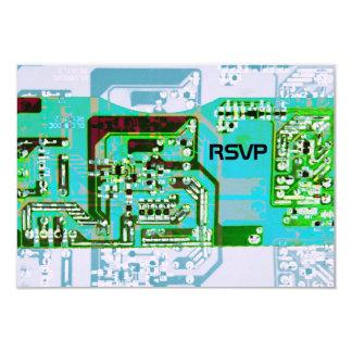 Friki de alta tecnología que casa la tarjeta de invitación 8,9 x 12,7 cm