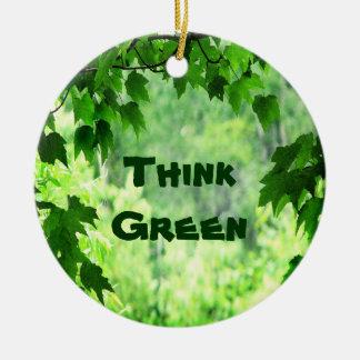 Frondoso piense el verde ornamento de reyes magos