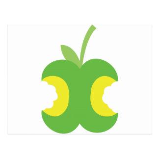 Fruta verde dos veces mordida de la manzana postal