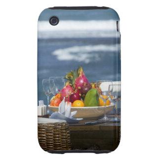 Frutas tropicales por el océano en la tabla funda though para iPhone 3