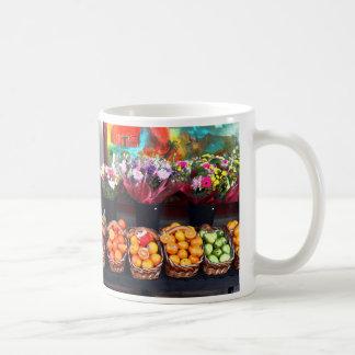 Frutas y flores taza básica blanca