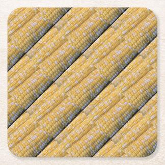Fuentes del fiesta del maíz en la mazorca posavasos de papel cuadrado
