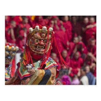Funcionamiento de la danza de la máscara en el postal