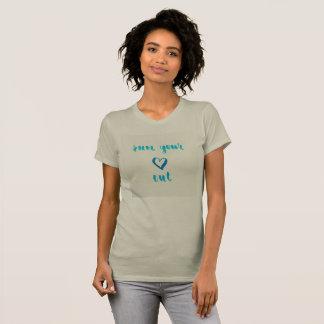 Funcione con su corazón hacia fuera camiseta