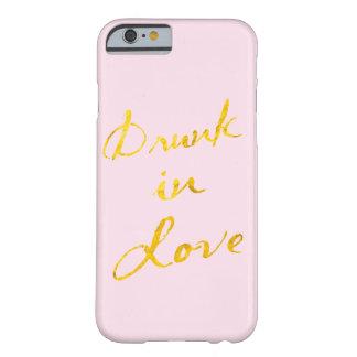 Funda Barely There iPhone 6 Bebido en caso del iPhone 6 del amor - rosa y oro