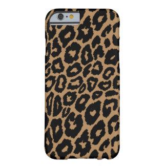 Funda Barely There iPhone 6 Cambiador del fondo del estampado leopardo