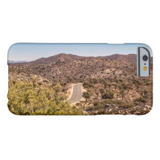Funda Barely There iPhone 6 Camino solo del desierto de la yuca