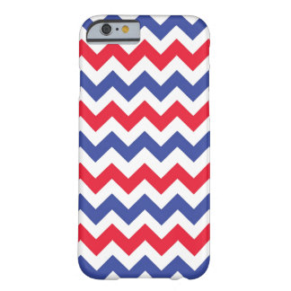 Funda Barely There iPhone 6 Caso patriótico del iPhone 6 del modelo de zigzag