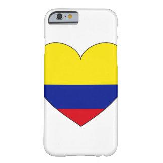 Funda Barely There iPhone 6 Corazón de la bandera de Colombia
