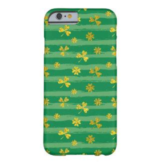 Funda Barely There iPhone 6 El verde de oro del trébol de St Patrick raya el