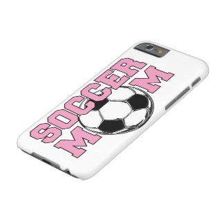 Funda Barely There iPhone 6 Mamá del FÚTBOL - título rosado