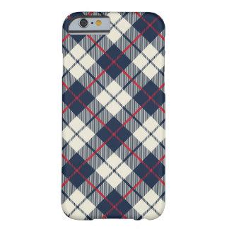 Funda Barely There iPhone 6 Modelo de la tela escocesa de los azules marinos