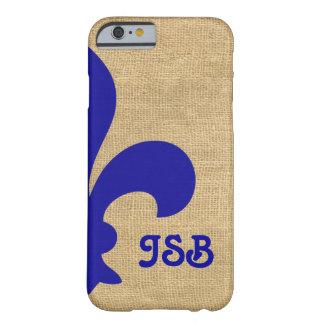 Funda Barely There iPhone 6 Monograma parisiense azul de la flor de lis de los