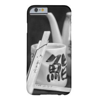 Funda Barely There iPhone 6 Palillos y taza orientales de la tajada