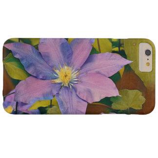 Funda Barely There iPhone 6 Plus Clematis púrpura y rosado