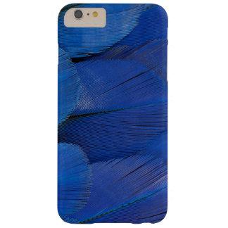 Funda Barely There iPhone 6 Plus Diseño azul de la pluma del Macaw del jacinto