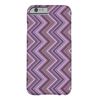 Funda Barely There iPhone 6 Rayas de color de malva del zigzag