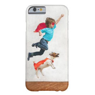 Funda Barely There iPhone 6 Super héroes del muchacho y del perro