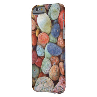 Funda Barely There Para iPhone 6 Guijarros coloridos