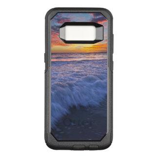Funda Commuter De OtterBox Para Samsung Galaxy S8 La playa que practica surf agita en la puesta del
