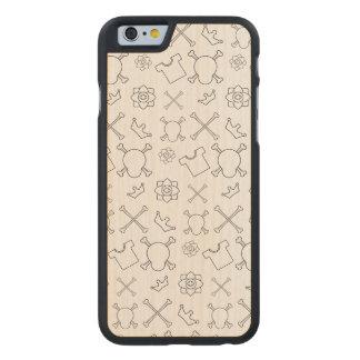 Funda De Arce Para iPhone 6 De Carved Modelo blanco y negro del cráneo y de los huesos
