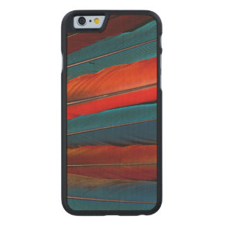 Funda De Arce Para iPhone 6 De Carved Plumas de cola del Macaw del escarlata