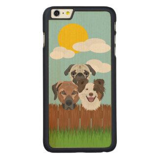 Funda De Arce Para iPhone 6 Plus De Carved Perros afortunados del ilustracion en una cerca de